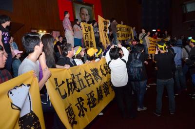 台灣:兩岸服務貿易未逐條審查,人民佔領立法院以示抗議 - Google 雲端硬碟